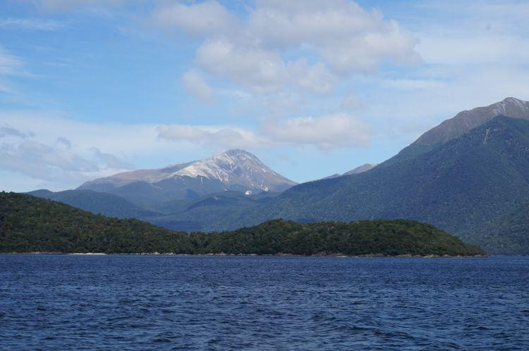 14 lake manapouri new zealand